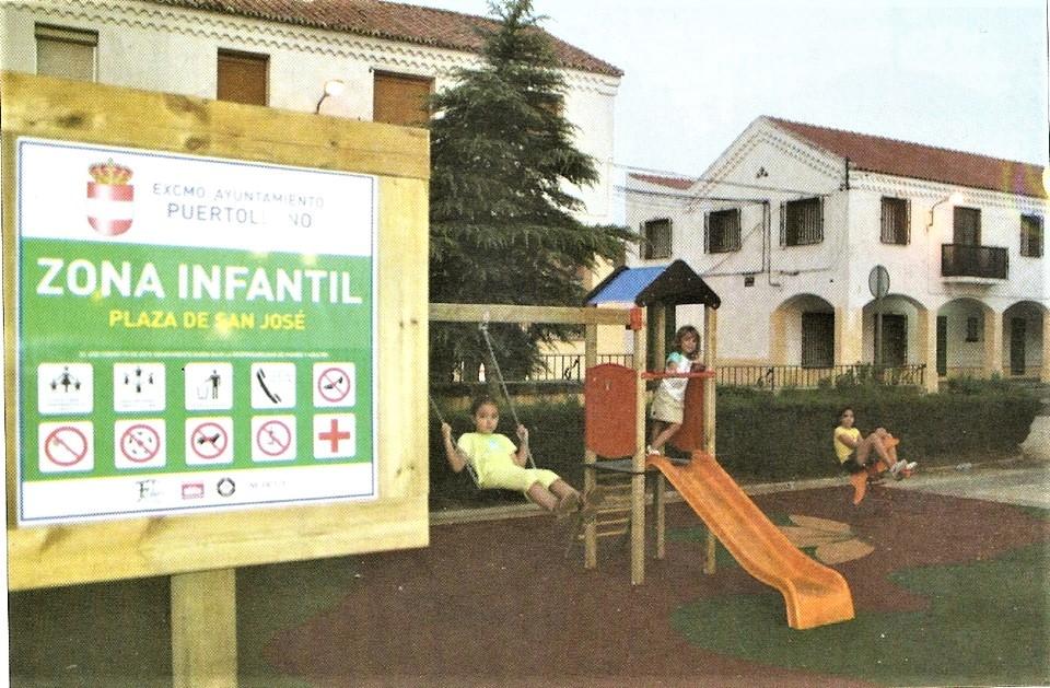 Parque infantil en la plaza e san José septiembre del 2005 Fotografía Felipe Valentín García