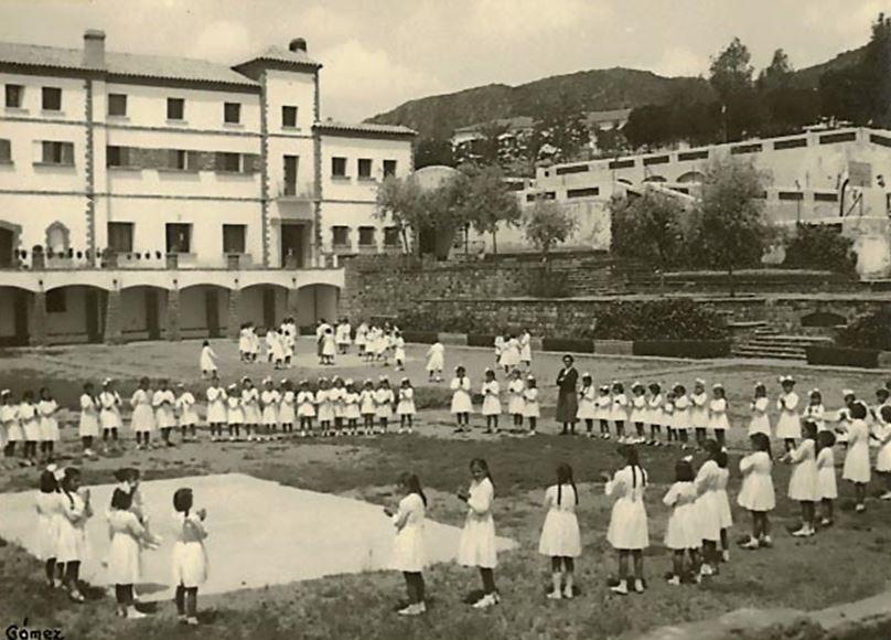Gimnasia y juegos en la Terraza de las Palmas