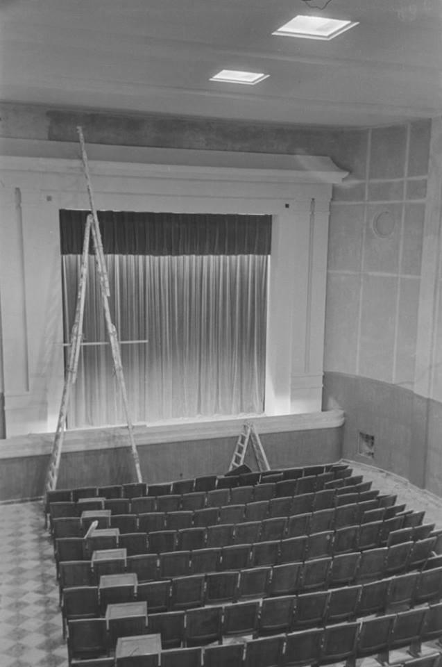 Interior de la sala Teatro cine el poblado. Fotografía Oña 1952
